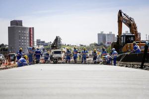 Trecho da Linha Verde norte, em Curitiba: quando pronta, avenida terá 18 quilômetros de pavimento em concreto