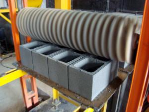 Bloco de concreto produzido em vibroprensas: processo permite fabricar uma grande família de produtos