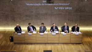 Mesa de debates do seminário promovido pela FGV para repercutir o relatório do Banco Mundial e debater a infraestrutura brasileira