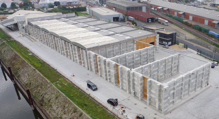 Paredes com blocos de concreto podem atingir até quase 9 metros de altura, sem precisar de fundações