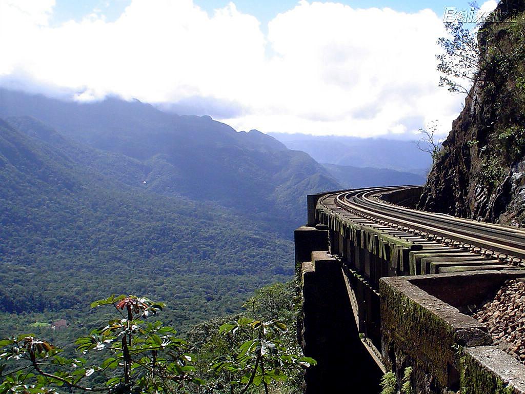Ferrovia Curitiba-Paranaguá, inaugurada em 1885: obsoleta para o transporte de cargas, ficaria só para o turismo