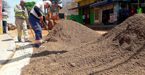 """Chamado de """"cimento verde"""" pelo IPT, material será monitorado por um ano após a pavimentação de rua em Guarulhos-SP."""