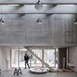 Estúdio Juergen Teller: a crueza do concreto chama a atenção.