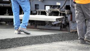 Pavimento de concreto compactado dispensa camada de acabamento. Crédito: Wm.Winkler Co