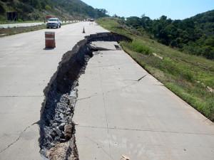 Falta de estudo geológico na serra dos Nobres, no Mato Grosso, causou rachaduras no pavimento de concreto. Crédito: Aprosoja-MT