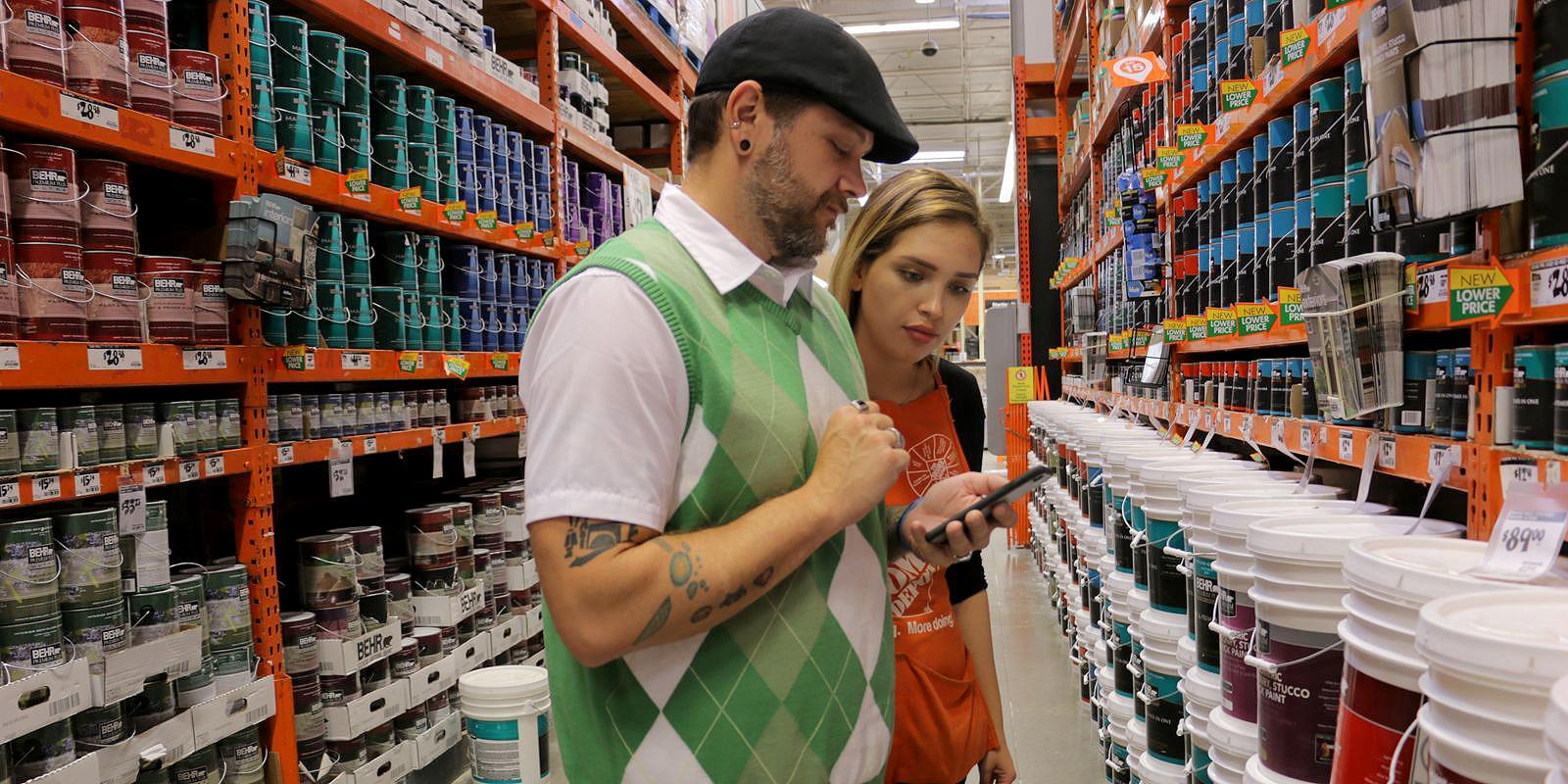 Wi-fi amplia oportunidades para que consumidor defina sua compra dentro da loja de materiais de construção. Crédito: Michael Kofsky/US Today