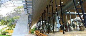 Fachadas de vidro oferecem conforto térmico e aproveitamento máximo de luz natural ao prédio do Sebrae, em Cuiabá-MT. Crédito: Sebrae
