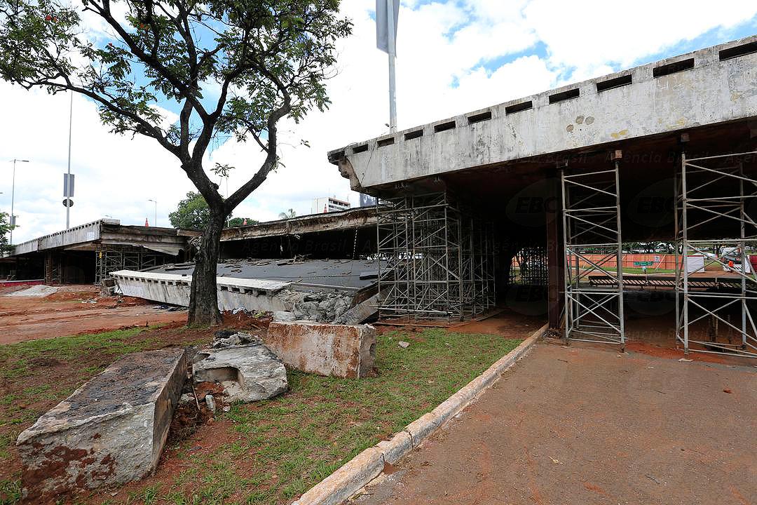 """Viaduto no Eixão de Brasília, no coração do Plano Piloto: desabamento foi """"tragédia anunciada"""". Crédito: Agência Brasil"""