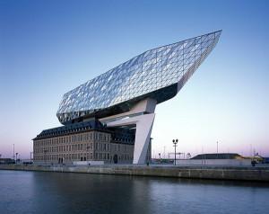 Prédio da autoridade portuária da Antuérpia, na Bélgica: legado de Zaha Hadid. Crédito: MIPIM Awards