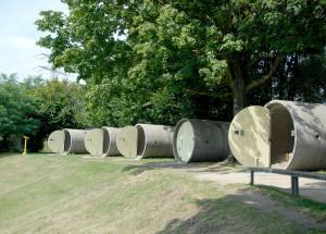 Manilhas transformadas em quarto para mochileiros, na Áustria: idéia inspirou James Law. Crédito: Daspark