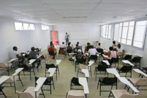 Sala de aula com mais da metade dos assentos vazios: realidade nas universidades brasileiras. Crédito: UFRB