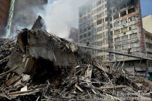 Escombros do edifício Wilton Paes de Almeida, após incêndio de 1º de maio de 2018: falta de manutenção tornou estruturas de concreto armado vulneráveis ao fogo. Crédito: Rovena Rosa/Agência Brasil