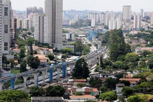 Monotrilho na cidade de São Paulo-SP: uma das obras paralisadas no Brasil, e que afetam o PIB da construção. Crédito: Divulgação