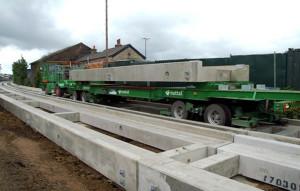 Cada peça de trilho em concreto pré-fabricado tem resistência de 80 MPa. Crédito: Cambridgeshire County Council