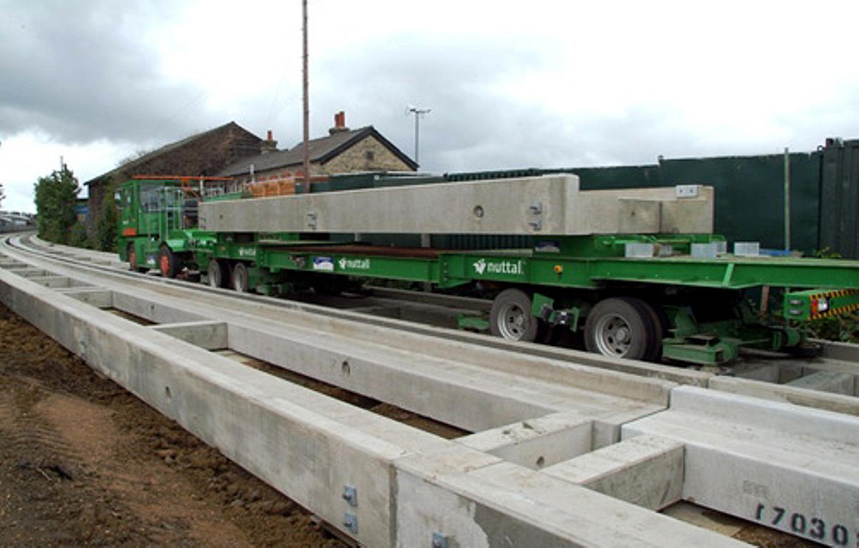 Pista de concreto serve de trilho para BRT britânico