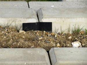Peças de concreto pré-fabricado têm controle de qualidade e suportam esforços laterais causados pelos ônibus. Crédito: Cambridgeshire County Council