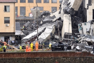 Destroços da ponte Morandi, em Gênova-Itália: colapso da estrutura causou 43 mortes. Crédito: Andrea Leoni/AFP