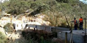Pontes e estradas que levam à nova Bento Rodrigues estão em construção na região de Mariana-MG. Crédito: Fundação Renova