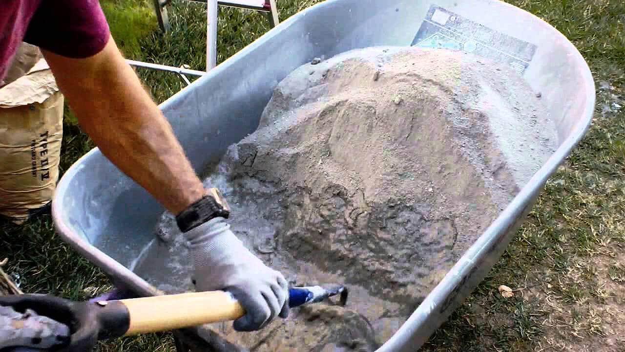 Normas técnicas que tratam desde o tempo de pega do cimento até as que definem os formatos dos corpos de prova estão em estudo no CB-018. Crédito: Youtube/Reprodução