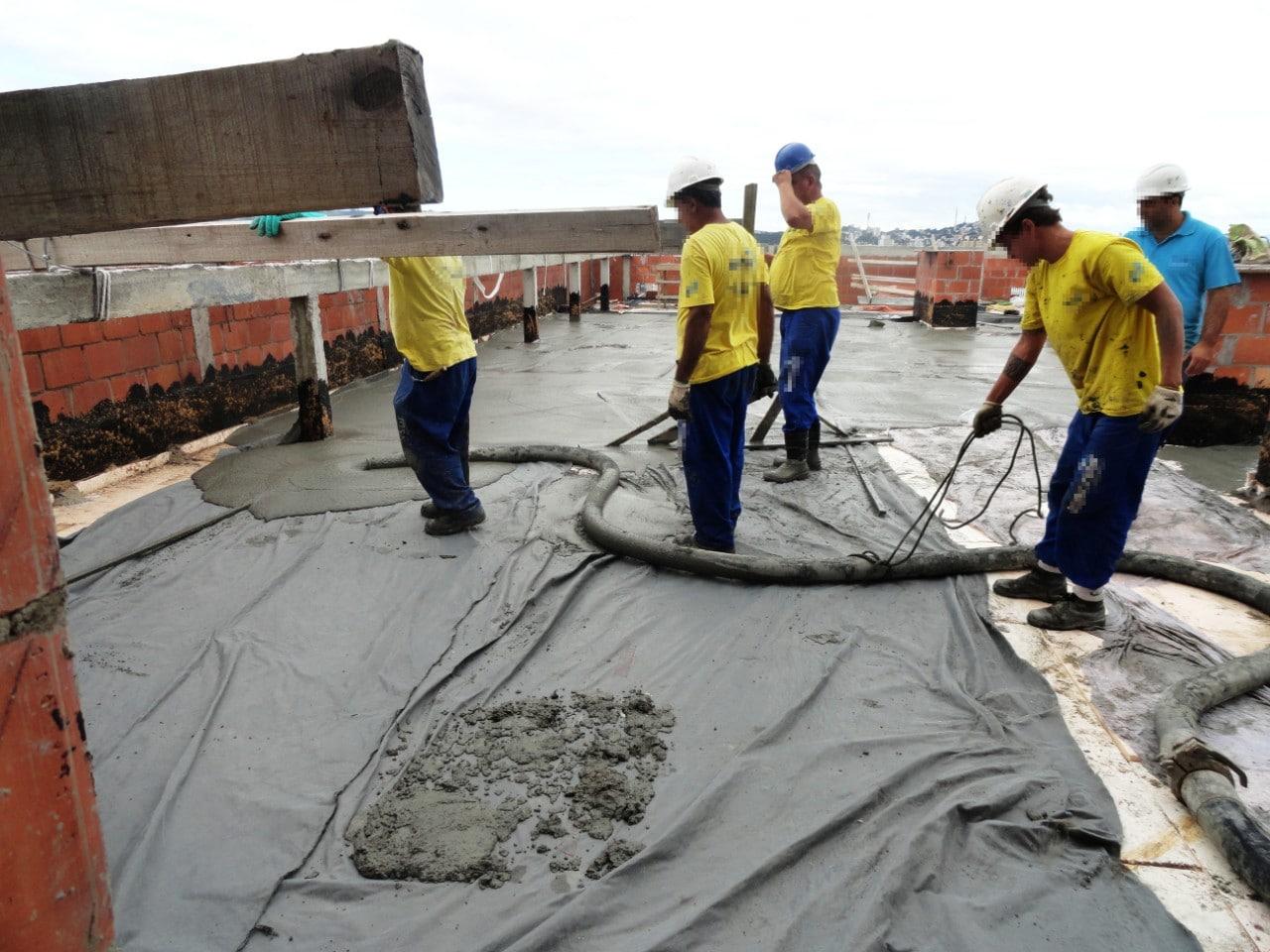 Uso de manta de impermeabilização recoberta por argamassa cimentícia é uma das soluções usadas para melhorar a estanqueidade de lajes. Crédito: UFRGS