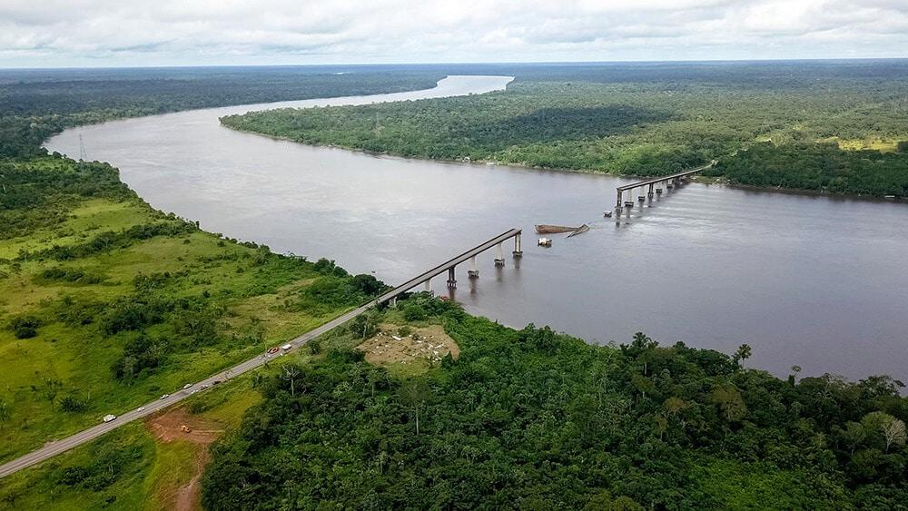 ponte sobre rio Moju