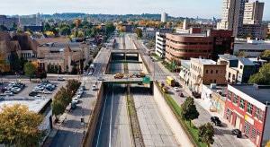Inner Loop East antes da transformação: tráfego de veículos tinha total prioridade. Crédito: City of Rochester