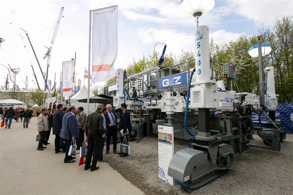 """Projetistas dos novos equipamentos que chegam ao mercado se inspiram no filme """"Transformers"""", para pavimentar áreas maiores e com melhor qualidadeCrédito: bauma China"""