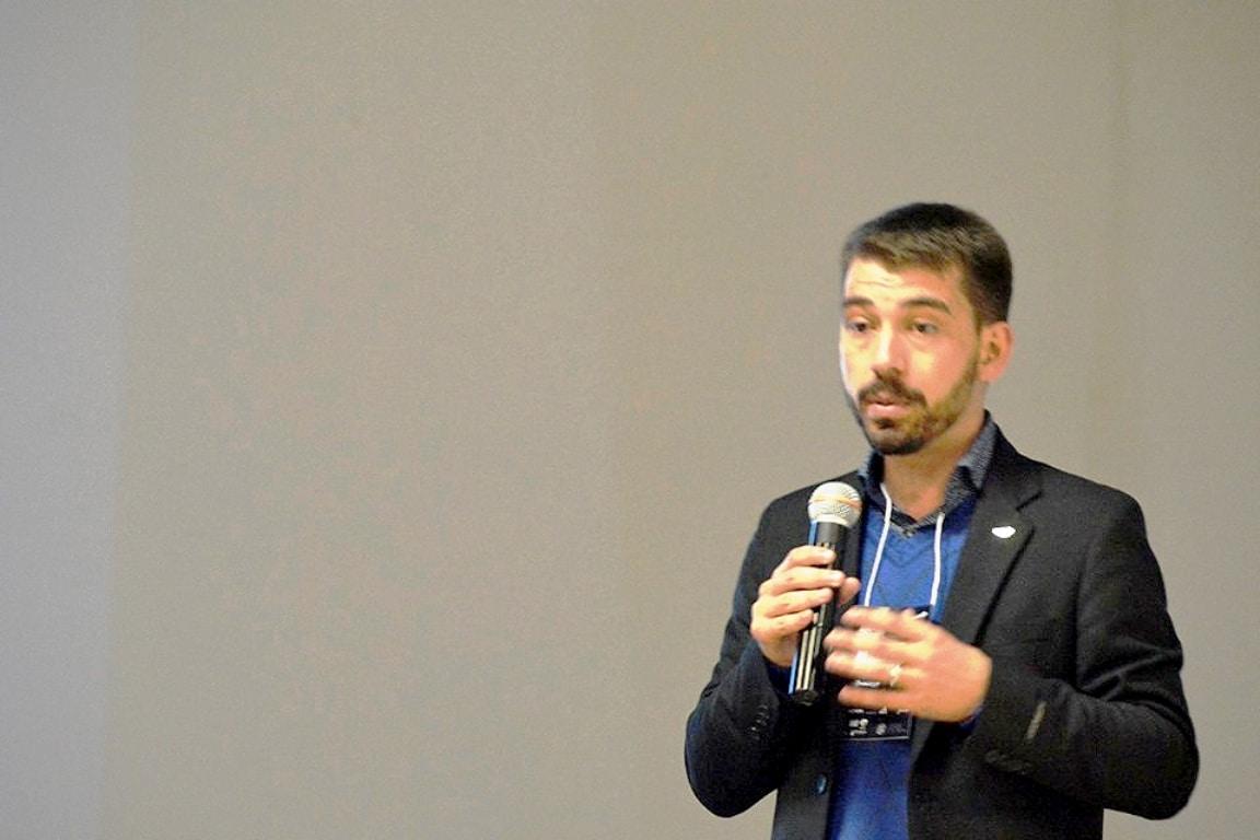 Eduardo Pereira no simpósio da UFPR: agregado não deve ser visto apenas como material de enchimento do concreto e precisa ser melhor estudado Crédito: SPPC/UFPR
