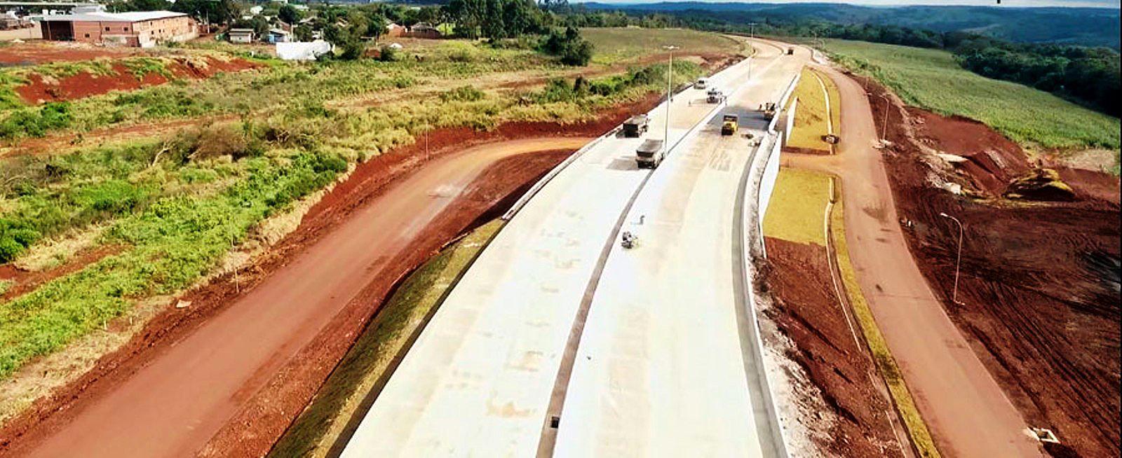 Trecho duplicado da BR-163, na rota do agronegócio: só o pavimento de concreto suporta tráfego pesado de 5 mil caminhões por dia Crédito: DNIT