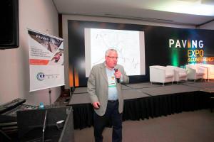 Marcílio Augusto Neves, na Paving Expo: projetos inicialmente licitados para pavimento com asfalto foram revertidos para pavimento em concreto Crédito: Mecânica Comunicação Estratégica