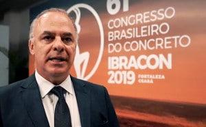 Paulo Monteiro no Congresso Brasileiro do Concreto, em Fortaleza-CE: convocando o IBRACON a liderar a nova fronteira de pesquisas sobre materiais cimentícios no Brasil Crédito: Facebook/IBRACON