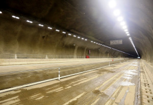 Complexo de túneis da rodovia Régis Bittencourt, na região da serra do Cafezal, em São Paulo, usa a tecnologia autocicatrizante através de aditivos Crédito: Governo de SP