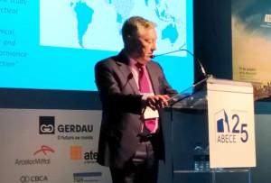 George Jones: tecnologia só precisa vencer a dificuldade de transporte para se tornar dominante na construção de prédios altos até 300 metros Crédito: Cia. de Cimento Itambé