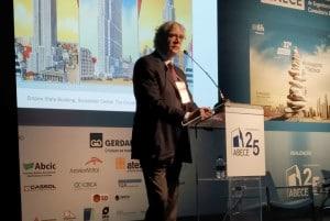 Mark P. Sarkisian, no ENECE 2019: flor do deserto inspirou o Burj Khalifa, enquanto o bambu foi a base do projeto das torres do China World Trade Center Crédito: Cia. de Cimento Itambé