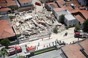 Edifício Andrea, que desabou em Fortaleza-CE, e deixou 9 mortos: nem a prefeitura local possui registros da construção do imóvel Crédito: REUTERS/Diário do Nordeste