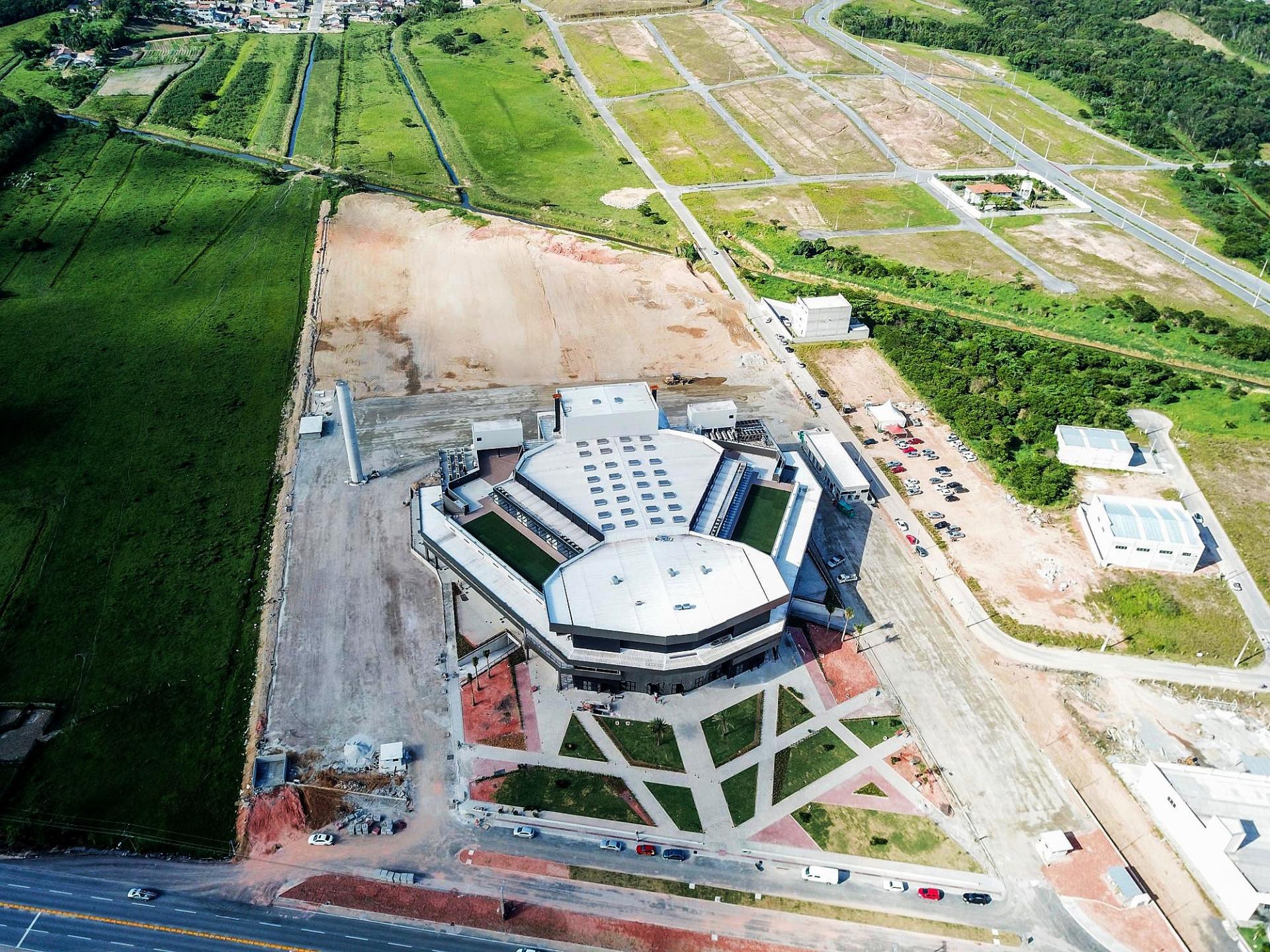 Arena Petry, em Santa Catarina, consumiu 6.179,44 m³ de concreto pré-fabricado. Crédito: PROAÇO