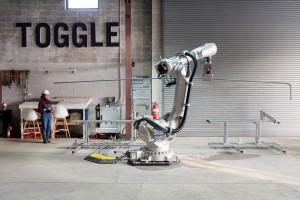 Campo de testes dos robôs acontece em Nova York e máquinas aumentam em 5 vezes a produtividade na montagem das armaduras. Crédito: Toggle