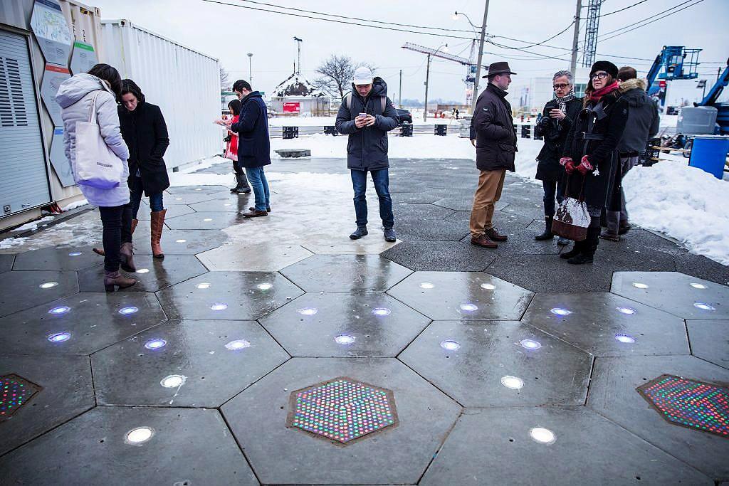 Placas de concreto podem agregar tecnologia, como iluminação e células que captam energia solar. Crédito: IFSTTAR