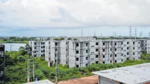 Conjunto habitacional inacabado na região metropolitana de Fortaleza-CE: maioria das obras abandonadas é para população de baixa renda. Crédito: Diário do Nordeste