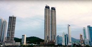 Edifícios do Yachthouse Residence Club, em Balneário Camboriú-SC:  know-how adquirido pela Concrebras a torna referência em concretagem de edifícios altos. Crédito: Pasqualotto>/JC Drones/Youtube