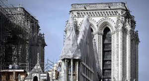 Catedral de Notre-Dame, em Paris-França: pináculo destruído pelo incêndio tinha 90 metros de altura e pesava 750 toneladas. Crédito: AFP/Getty Images