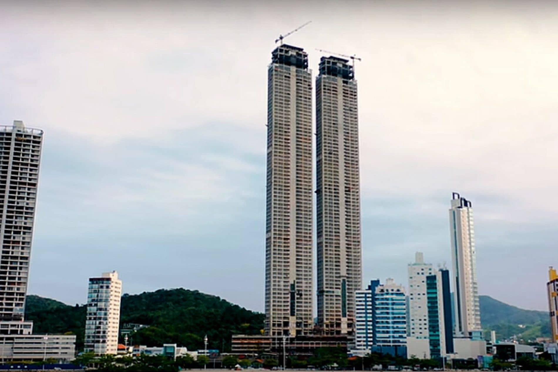 Lajes outrigger, localizadas nos pavimentos 30 e 53 de cada um dos prédios do Yachthouse, receberam concretos especiais fluidos e autoadensáveis. Crédito: Youtube/IBC Balneário Camboriú