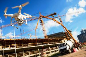 Drone: incorporado à construção civil, ele é útil na fase de execução do projeto, em ações de marketing e na segurança do canteiro de obras.  Crédito: Banco de Imagens