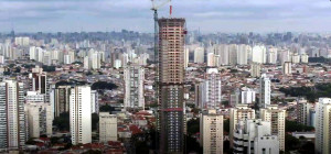 Figueira Altos: projeto antes do plano-diretor de 2014 permitiu que edifício residencial mais alto de São Paulo-SP fosse construído. Crédito: Youtube/Porte Engenharia e Urbanismo