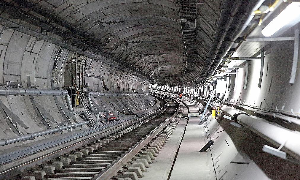 Crossrail é um trem urbano que cruza Londres de leste a oeste, percorrendo 21 quilômetros dentro de túneis. Crédito: Crossrail