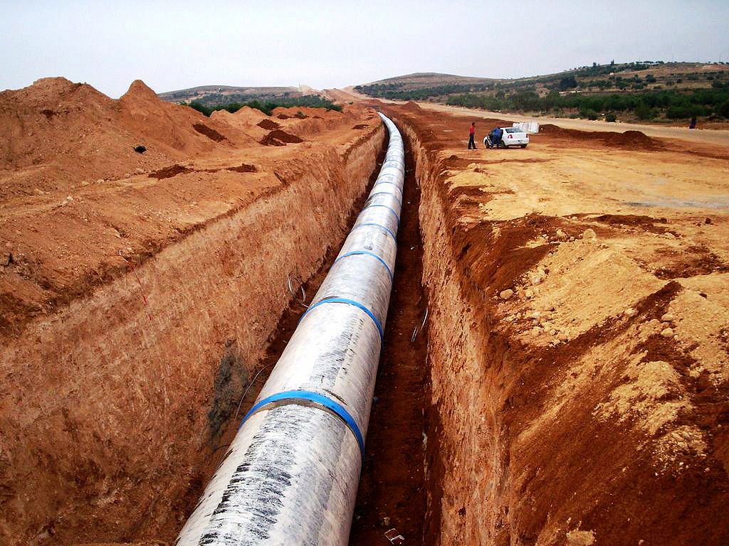 """Projeto de irrigação na Líbia, batizado de """"Great Man-Made River"""": 4 mil quilômetros de tubulações para distribuir a água do aqüífero Núbio. Crédito: Governo da Líbia"""
