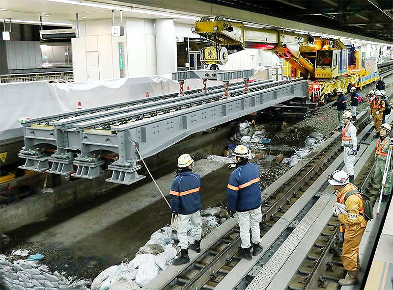 Trem de alta velocidade que vai ligar Tóquio a Nagoya usará tecnologia de levitação magnética, que necessita de trilhos especiais. Crédito: Getty Images
