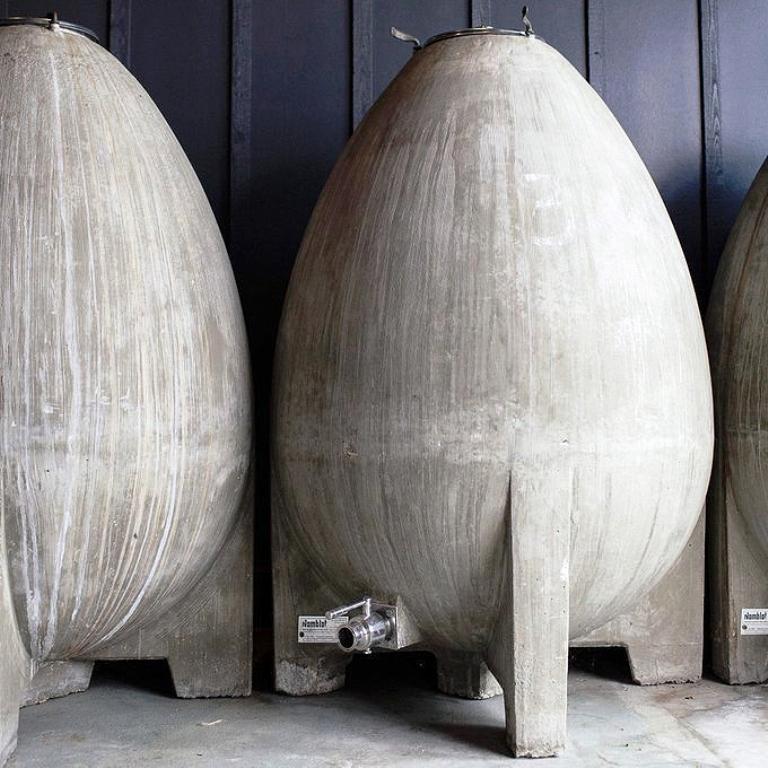 Barris em formato oval são os mais utilizados pelos vinicultores, principalmente na França e nos Estados Unidos. Crédito: Barrel+Ink
