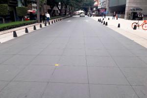 Na Argentina, o conceito de ruas do futuro, sem meio-fio, e que facilita a mobilidade dos pedestres, já é realidade. Crédito: ABCP