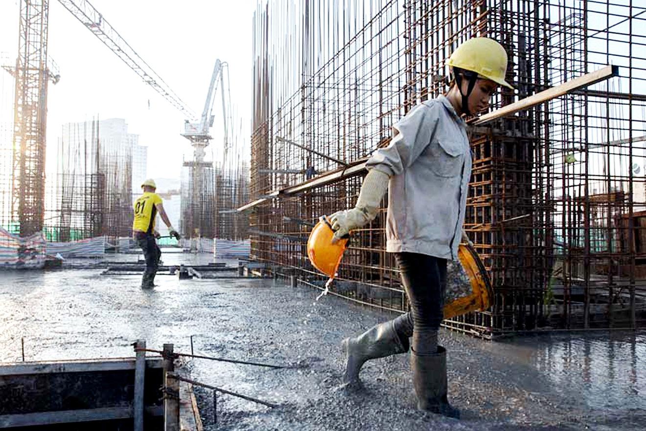 Mulheres na construção civil tendem a ocupar mais vagas, conforme novas tecnologias forem chegando ao canteiro de obras. Crédito: ONU